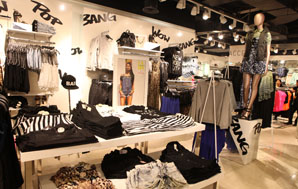Girls clothing stores Rue 21 clothing store