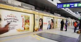 Fortune boards DMRC Line 5, 6 to promote 'fresh atta'