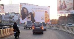 Lucknow Nagar Nigam brings down roadside media