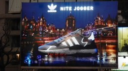 adidas Originals' Nite Jogger flipbook trends on OOH