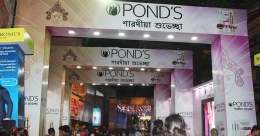 Ponds DOOH walls writs bold this festive season