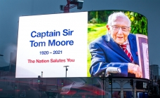 Piccadilly Lights pays tribute to Captain Sir Tom Moore