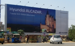 Hyundai goes all royal and OOH for ALCAZAR