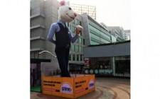 Mr. M goes larger than life at Cyber Hub-Gurgaon
