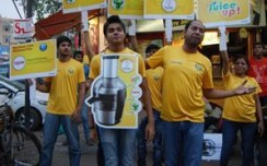 Philips promotes juicer innovatively through street play